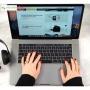لپ تاپ 15 اینچی اپل مدل MacBook Pro MR942 2018 همراه با تاچ بار  - 6